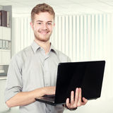 Young businessman using laptop pc Royalty Free Stock Photography
