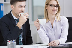 Young businesspeople and coffee break Royalty Free Stock Photos