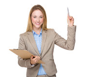 Young businesswoman with clipboard get an idea Royalty Free Stock Photography
