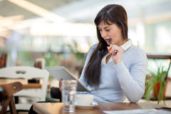 Young businesswoman in coffee . Using tablet computer Royalty Free Stock Photos