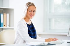 Young businesswoman with computer. In the office Royalty Free Stock Photos