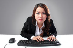 Young businesswoman looking into a screen Royalty Free Stock Photography