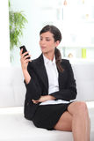 Young businesswoman reading sms Royalty Free Stock Photography