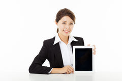 young businesswoman  showing  the tablet pc Royalty Free Stock Images