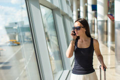Young businesswoman talking on the phone while Royalty Free Stock Photos
