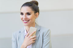Young businesswoman using her smartphone Royalty Free Stock Photography
