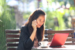 Young businesswoman work oudoor, in a cafe Royalty Free Stock Photo