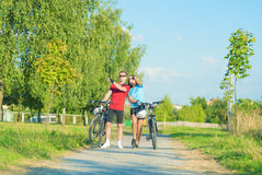 Young Caucasian Couple Having a walk with Bikes Royalty Free Stock Photos