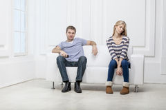 Young caucasian couple sitting on couch Royalty Free Stock Images