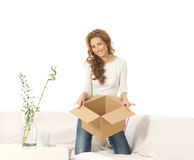 A young Caucasian woman holding a cardboard box Royalty Free Stock Photos
