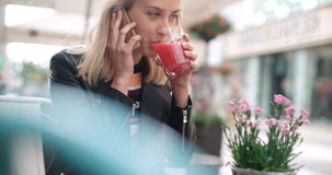 Young caucasian woman talking on phone in a city. Royalty Free Stock Photos
