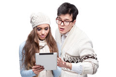 Young cheerful casual couple holding tablet Stock Photography