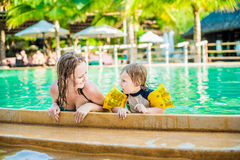 Young cheerful mother and son in a swimming pool Stock Photography