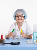 Young chemist mixes the liquid Royalty Free Stock Photos