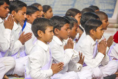 Young children pray in tibetan buddhist monastery Sarnath Royalty Free Stock Photos