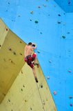 Young climber climbing Royalty Free Stock Photos