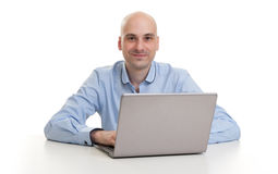 Young confident business man with laptop Royalty Free Stock Photos