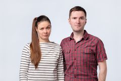 Free Young Confused Couple Looking Puzzled At Camera. Royalty Free Stock Photo - 142225625