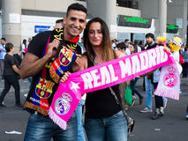 Young copule supporting Real Madrid and Barcelona Stock Photography