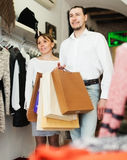 Young couple with bags at clothing boutique Royalty Free Stock Photography