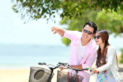 Young couple with bicycle on the beach Royalty Free Stock Photos