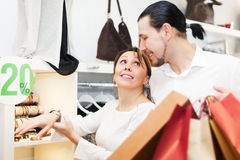 Young couple choosing bracelet at store Royalty Free Stock Photos