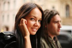 Young couple in a city Royalty Free Stock Photography