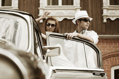 Young couple with a classic car Royalty Free Stock Photos