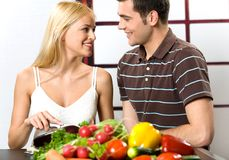 Young couple cooking Royalty Free Stock Photos