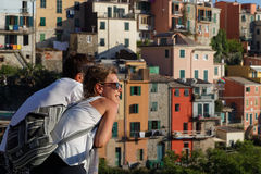 A young couple in Corniglia Royalty Free Stock Photos