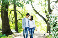 Young couple on a date in the park Royalty Free Stock Photography