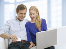 Young couple shopping in internet with credit card Royalty Free Stock Photos