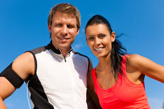 Young couple is doing sports outdoors Royalty Free Stock Photos