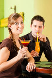 Young couple drinking cocktails in bar Stock Photography