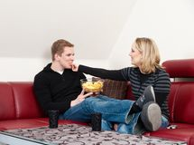 Young couple eating chips Royalty Free Stock Photography
