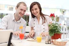 Young couple eating pizza Royalty Free Stock Images