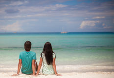 Young couple enjoying each other on sandy white Royalty Free Stock Photography