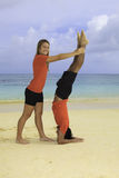 Young couple exercising on a beach Royalty Free Stock Photos