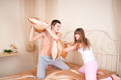 Young couple fighting pillows Royalty Free Stock Images