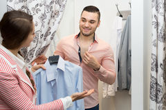 Young couple at fitting room Royalty Free Stock Photos