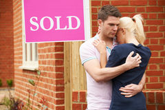 Young Couple Forced To Sell Home Through Financial Problems Royalty Free Stock Photography