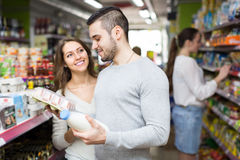 Young couple at grocery Royalty Free Stock Photography