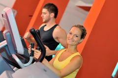 Young couple in the gym Royalty Free Stock Photos