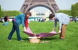 Young couple having a picnic Royalty Free Stock Photos
