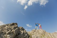 Young couple hiking on mountain Royalty Free Stock Photos