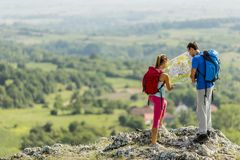 Young couple hiking on mountain Royalty Free Stock Photography