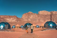 Free Young Couple In Love Standing On Wooden Way In Martian Dome Tents In Wadi Rum Desert, Jordan, Arab Royalty Free Stock Images - 181365769