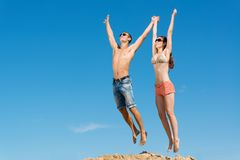 Young couple jumping together Royalty Free Stock Photography
