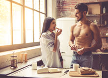 Young couple in kitchen Royalty Free Stock Photography