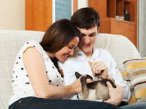 Young couple with kitten in home interior Royalty Free Stock Images